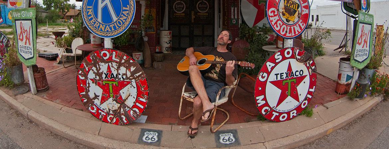 Troubadour_in_Erick_Oklahoma.jpg
